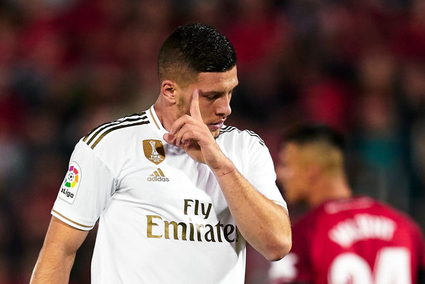 Thua sốc đội bóng trong nhóm cầm đèn đỏ, Real Madrid đánh mất ngôi đầu La Liga vào tay đại kình địch Barcelona - Ảnh 4.