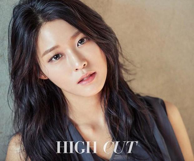 Tranh cãi top 30 nữ idol hot nhất tháng 10: BLACKPINK tụt hạng thê thảm, dẫn đầu là cái tên không ai ngờ tới - Ảnh 6.