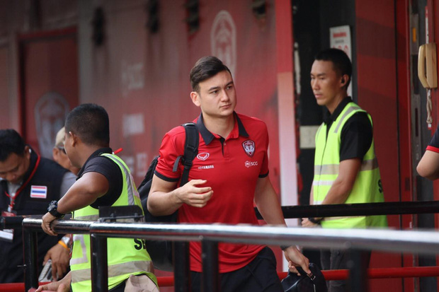 Nỗ lực của đồng đội báo hại Văn Lâm, Muangthong United bất ngờ thất bại - Ảnh 2.