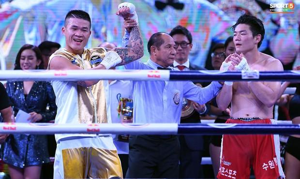 Xúc động khoảnh khắc Trương Đình Hoàng chính thức đeo lên người chiếc đai lịch sử, làm rạng danh boxing Việt tới toàn thế giới - Ảnh 8.