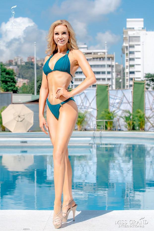 Ảnh bikini của Kiều Loan và thí sinh Hoa hậu Hòa bình bị photoshop quá đà: Body tưởng múi mà trơ xương, tay chân méo mó! - Ảnh 5.