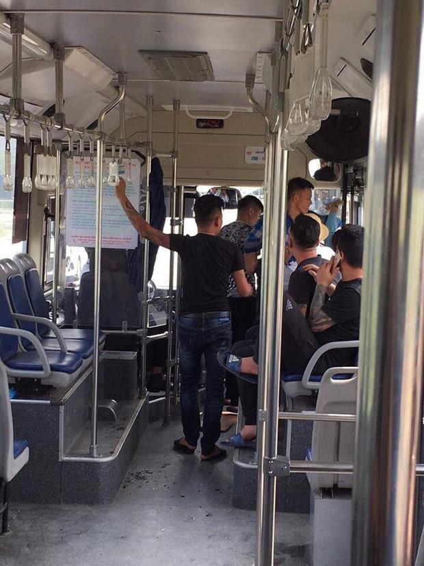 Xác định được danh tính, tổ chức truy bắt nhóm thanh niên hành hung nữ phụ xe buýt ở Hà Nội - Ảnh 2.