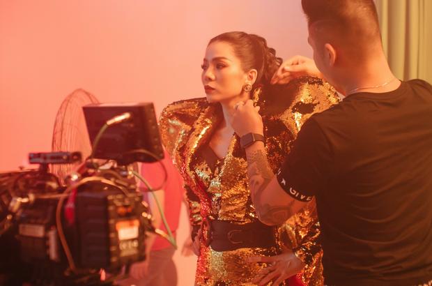 Xuất hiện bên dàn trai đẹp sáu múi trong teaser Q Show2, Lệ Quyên vương giả như một vị nữ thần bên loạt bộ cánh hàng hiệu nổi tiếng - Ảnh 7.