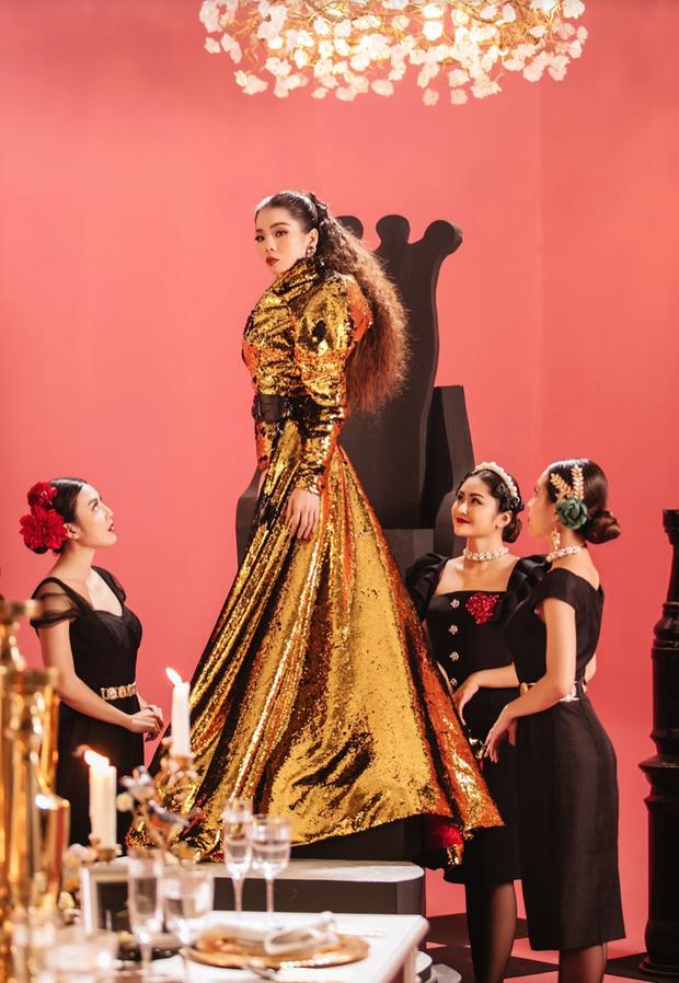Xuất hiện bên dàn trai đẹp sáu múi trong teaser Q Show2, Lệ Quyên vương giả như một vị nữ thần bên loạt bộ cánh hàng hiệu nổi tiếng - Ảnh 10.