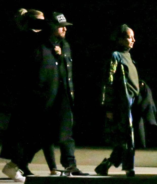 Hôn lễ mỹ nhân X-Men Jennifer Lawrence: Adele và dàn siêu sao đến dự, lâu đài thắt chặt an ninh, xe cứu thương bỗng xuất hiện - Ảnh 9.