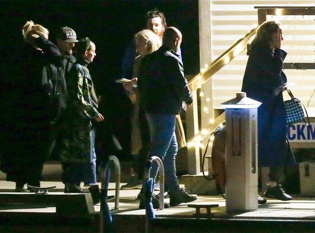 Hôn lễ mỹ nhân X-Men Jennifer Lawrence: Adele và dàn siêu sao đến dự, lâu đài thắt chặt an ninh, xe cứu thương bỗng xuất hiện - Ảnh 10.