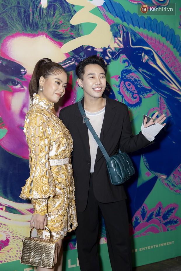 Album mới của Hoàng Thùy Linh chỉ vừa in xong 1 tiếng trước khi họp báo, sẽ nhờ khán giả chọn bài hát tiếp theo để quay MV - Ảnh 2.