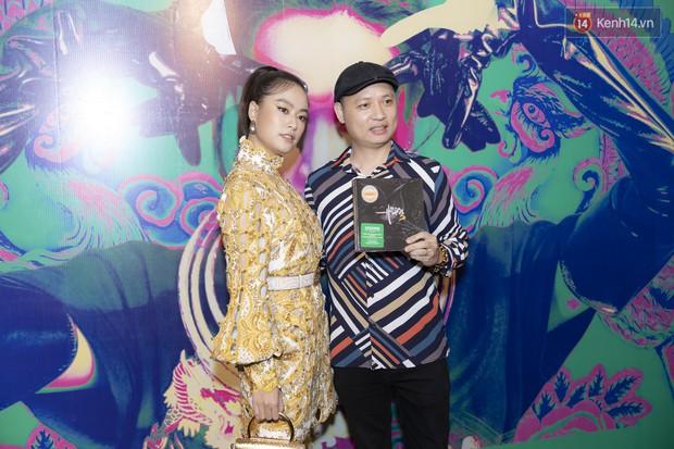 Album mới của Hoàng Thùy Linh chỉ vừa in xong 1 tiếng trước khi họp báo, sẽ nhờ khán giả chọn bài hát tiếp theo để quay MV - Ảnh 3.