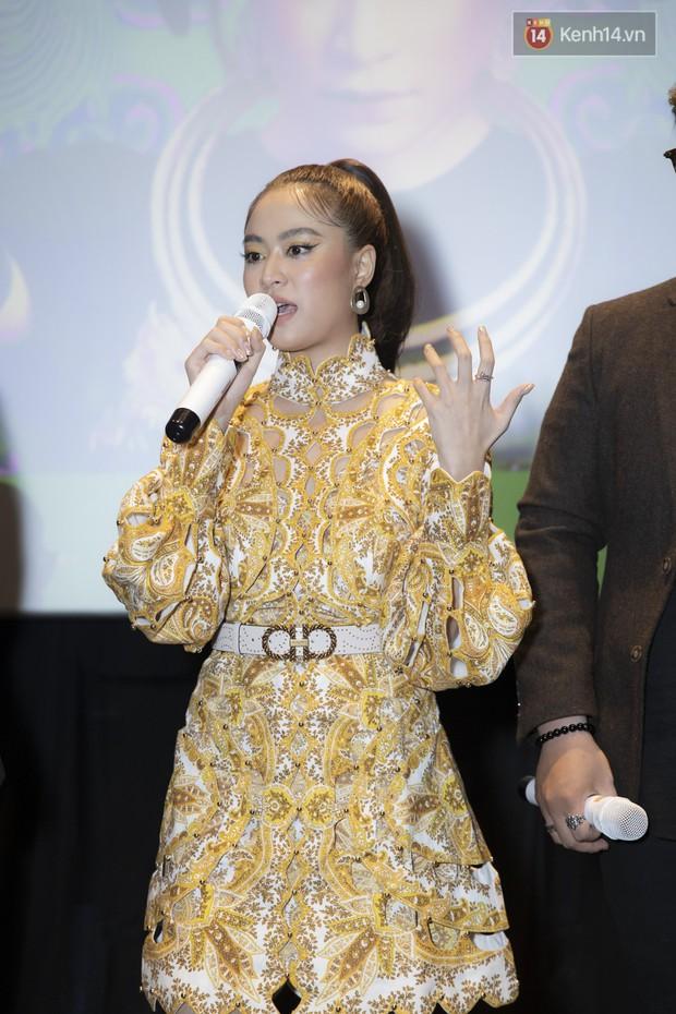 Album mới của Hoàng Thùy Linh chỉ vừa in xong 1 tiếng trước khi họp báo, sẽ nhờ khán giả chọn bài hát tiếp theo để quay MV - Ảnh 9.