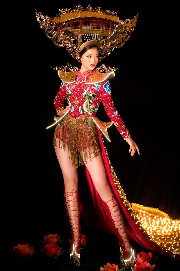 Mãn nhãn với Quốc Phục cảm hứng Hội An, đính 2.000 bóng đèn của Á hậu Kiều Loan mang đến Hoa hậu Hoà Bình - Ảnh 2.