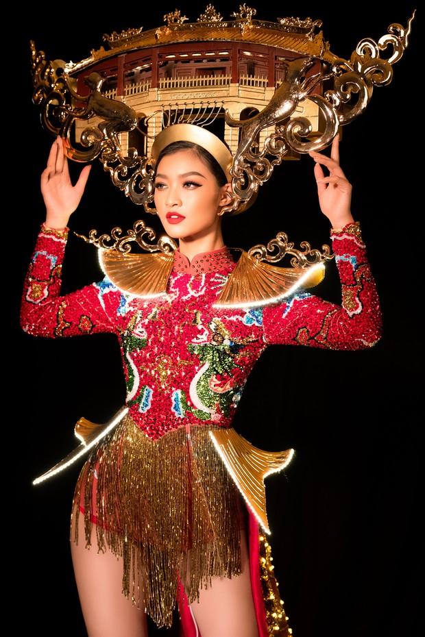 Mãn nhãn với Quốc Phục cảm hứng Hội An, đính 2.000 bóng đèn của Á hậu Kiều Loan mang đến Hoa hậu Hoà Bình - Ảnh 3.