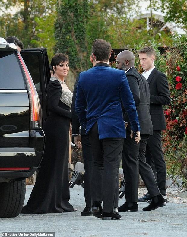Hôn lễ mỹ nhân X-Men Jennifer Lawrence: Adele và dàn siêu sao đến dự, lâu đài thắt chặt an ninh, xe cứu thương bỗng xuất hiện - Ảnh 12.