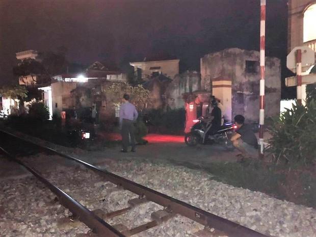 Hải Phòng: Băng qua đường ngang, một phụ nữ bị tàu hỏa tông tử vong - Ảnh 2.