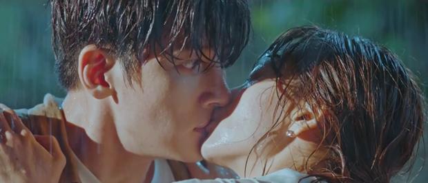 Ji Chang Wook bị cưỡng hôn ở Nhẹ Nhàng Tan Chảy: Chăm crush như chăm con cũng đến ngày được hái quả! - Ảnh 3.