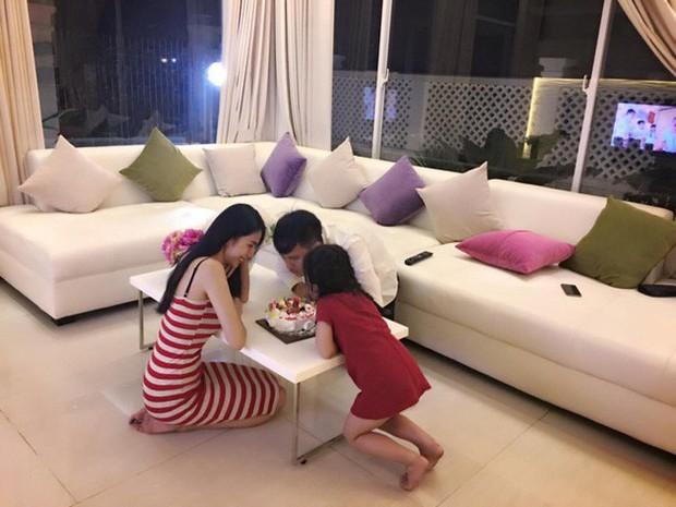 Những cách dạy con gây tranh cãi của sao Việt: Thủy Tiên, Phạm Quỳnh Anh khéo là thế vẫn bị chê trách, nhưng chưa đáng sợ bằng sự cố của Thu Thủy - Ảnh 13.