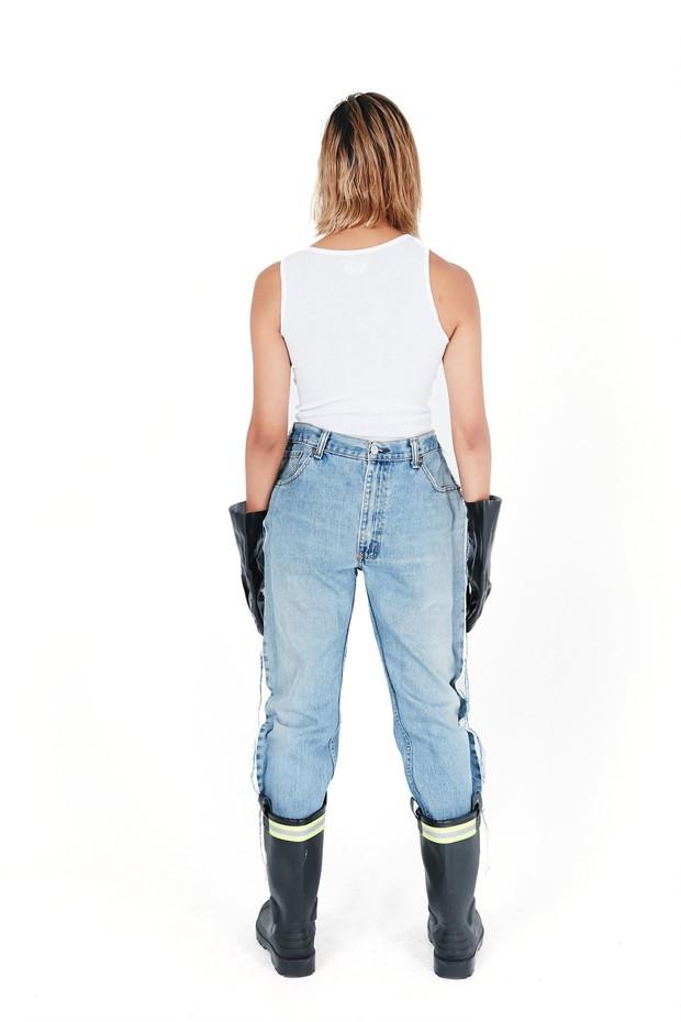 Khoe quần jeans trước sau như một, tưởng không ai dám mặc hóa ra Ngọc Trinh lại đụng hàng với Kendall Jenner - Ảnh 4.