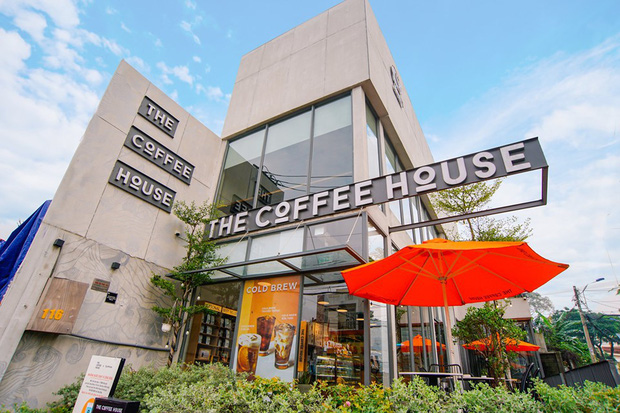 Vẫn mở cửa phục vụ khách cho dù ở khu vực bị ô nhiễm nguồn nước nhưng tại sao The Coffee House lại được cư dân mạng ủng hộ? - Ảnh 1.
