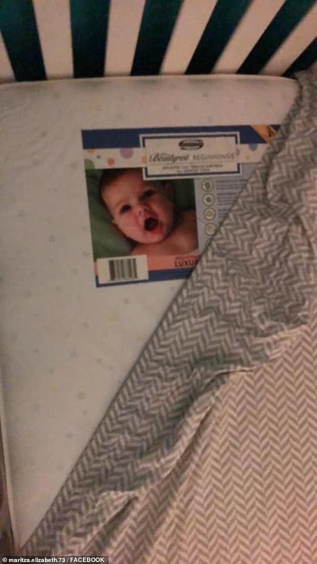 Xem camera buổi tối, bà mẹ hoảng hồn khi thấy đứa trẻ sơ sinh lạ nằm cạnh con trong cũi và nhìn chằm chằm vào mình - Ảnh 2.