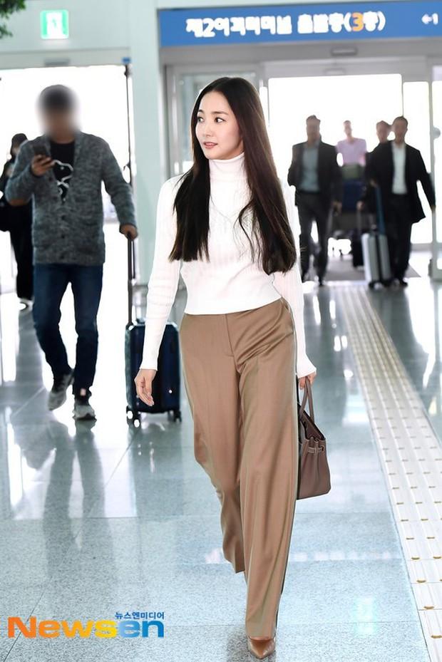 Lâu lắm mới lộ diện, nữ hoàng dao kéo Park Min Young chỉ ăn diện sương sương mà cũng gây náo loạn vì xuất thần - Ảnh 3.