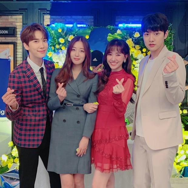 Netizen liên tục thắc mắc vì Hari Won lần đầu vắng mặt trong tiệc sinh nhật mẹ Trấn Thành - Ảnh 6.