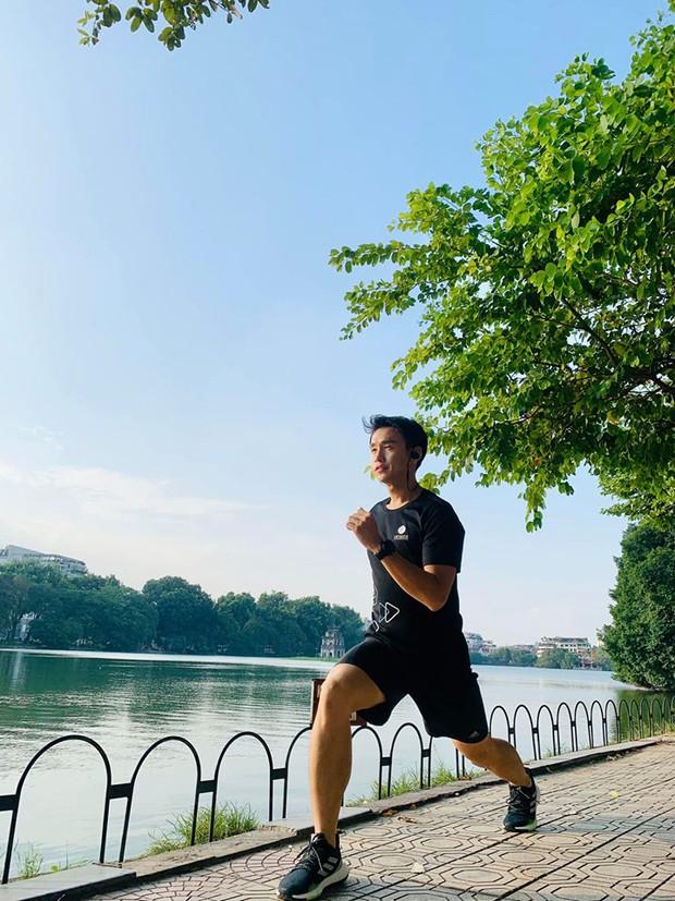 Sốc với hình ảnh MC Quang Bảo lúc béo chạm mức 90kg, nhìn đến body hiện tại mới bất ngờ - Ảnh 4.