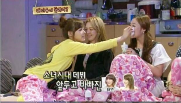 Dậy sóng cách Sulli nói về Taeyeon, Tiffany trong quá khứ: Mối quan hệ ra sao mà khiến cố diễn viên bật khóc? - Ảnh 3.