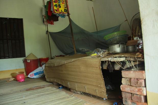 Xót xa cụ bà sống cùng con cháu trong túp lều quây bạt không điện nước suốt 24 năm ở Vĩnh Phúc - Ảnh 5.