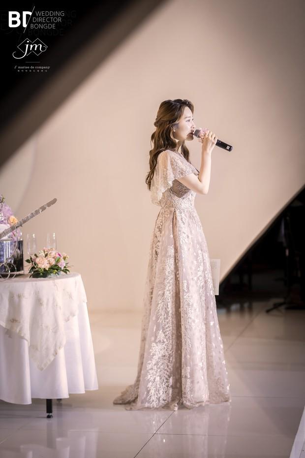 Cựu thành viên bị bắt nạt của T-Ara tung ảnh trong đám cưới như cổ tích, nhan sắc chồng khiến fan trầm trồ - Ảnh 2.