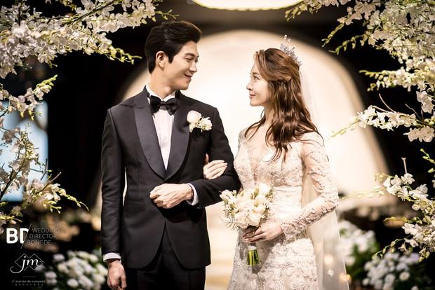 Cựu thành viên bị bắt nạt của T-Ara tung ảnh trong đám cưới như cổ tích, nhan sắc chồng khiến fan trầm trồ - Ảnh 3.