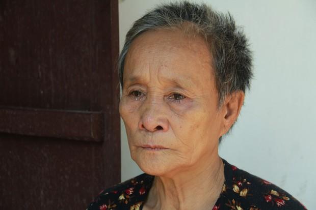 Xót xa cụ bà sống cùng con cháu trong túp lều quây bạt không điện nước suốt 24 năm ở Vĩnh Phúc - Ảnh 4.
