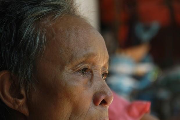 Xót xa cụ bà sống cùng con cháu trong túp lều quây bạt không điện nước suốt 24 năm ở Vĩnh Phúc - Ảnh 9.