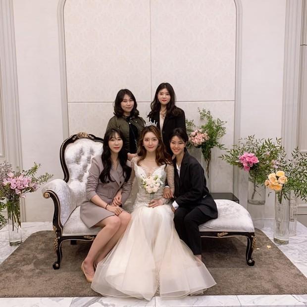 Cựu thành viên bị bắt nạt của T-Ara tung ảnh trong đám cưới như cổ tích, nhan sắc chồng khiến fan trầm trồ - Ảnh 6.