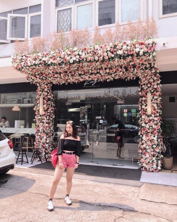 Xuất hiện quán cafe chỉ dành cho hội bánh bèo ở ngay trung tâm Bangkok, nhìn hình mà cứ tưởng lạc vào lâu đài hoa - Ảnh 1.