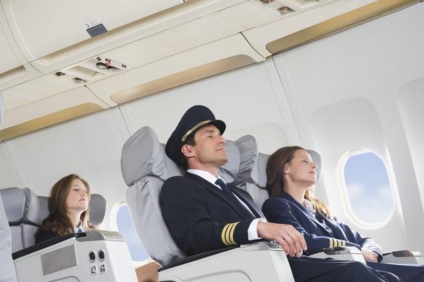 """11 nguyên tắc vàng khi đi máy bay bất kể ai cũng phải biết để không trở thành """"cái gai"""" trong mắt người khác - Ảnh 6."""