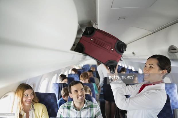 """11 nguyên tắc vàng khi đi máy bay bất kể ai cũng phải biết để không trở thành """"cái gai"""" trong mắt người khác - Ảnh 10."""