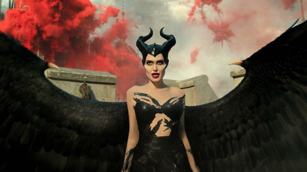 Maleficent đánh bay binh đoàn diệt Zombie của Emma Stone, nhưng doanh thu mở màn héo hơn hẳn phần 1 - Ảnh 2.