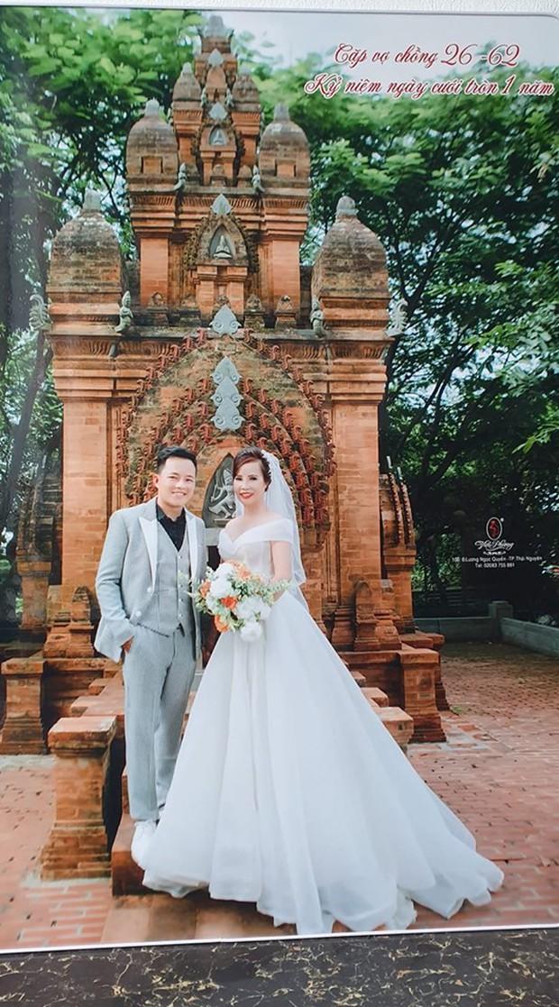 Sau hơn 1 năm kết hôn, cô dâu 62 tuổi bất ngờ được chồng trẻ tặng quà khủng bên bờ suối nhân dịp 20/10 gây xôn xao - Ảnh 1.