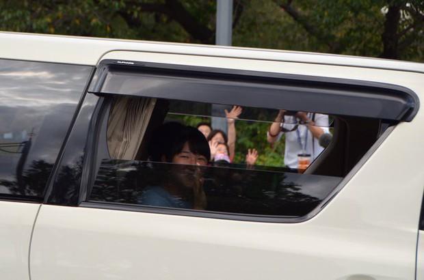 Hoàng hậu Masako xuất hiện với thần thái hút hồn cùng với gia đình trước lễ đăng quang chính thức diễn ra vào ngày mai - Ảnh 4.