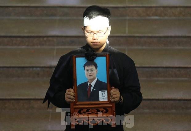 Lời nhắn nhủ đẫm nước mắt của anh trai Thứ trưởng giáo dục Lê Hải An - Ảnh 2.