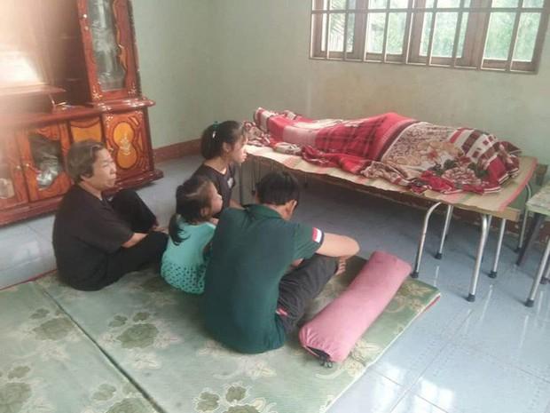 Quặn lòng cảnh 3 đứa con khóc ngất bên thi thể người mẹ sau tai nạn giao thông ở Đồng Nai - Ảnh 1.