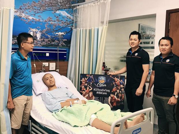 Rơi nước mắt trước câu chuyện của Nguyễn Thanh Tùng, chàng baller trẻ bị ung thư xương và món quà bất ngờ từ VBA - Ảnh 2.