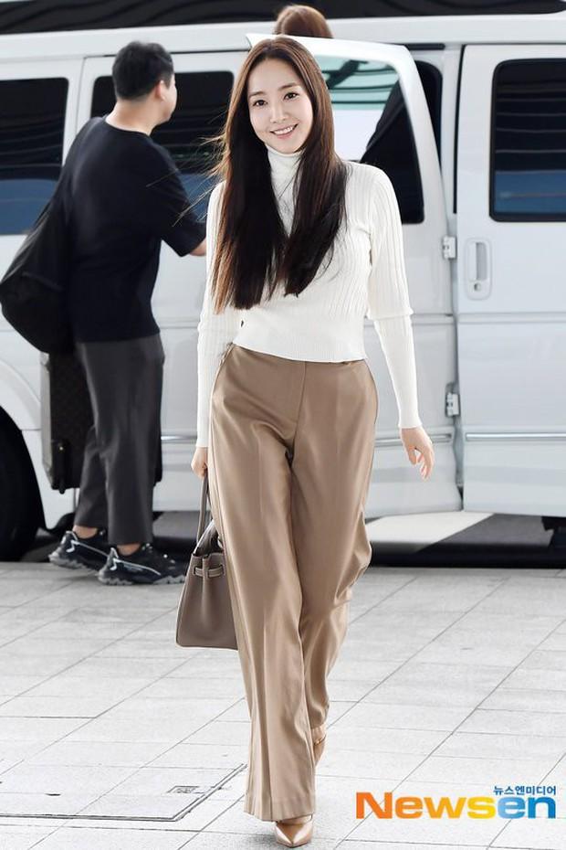 Park Min Young, Công nương Kate cho đến Hà Tăng đều chiếm spotlight dù lên đồ siêu đơn giản như nàng công sở - Ảnh 1.
