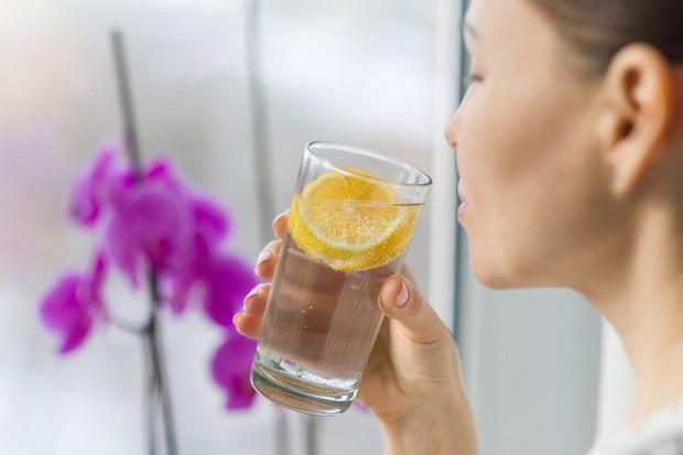 Dùng loại cốc uống nước này thường xuyên, cơ thể bạn không khác gì nạp và tích tụ thuốc độc mãn tính! - Ảnh 4.