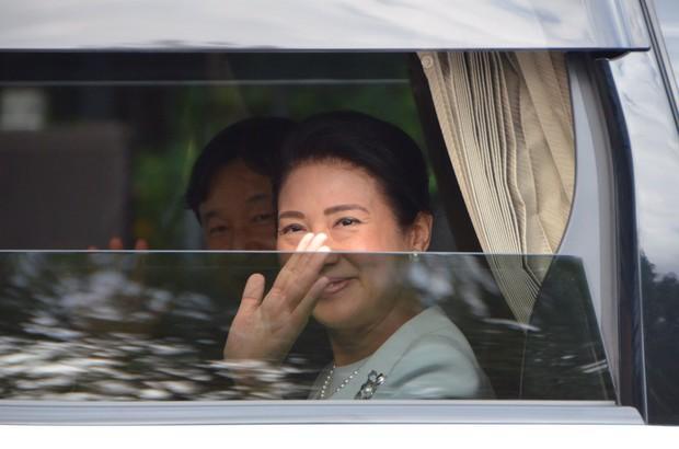 Hoàng hậu Masako xuất hiện với thần thái hút hồn cùng với gia đình trước lễ đăng quang chính thức diễn ra vào ngày mai - Ảnh 6.