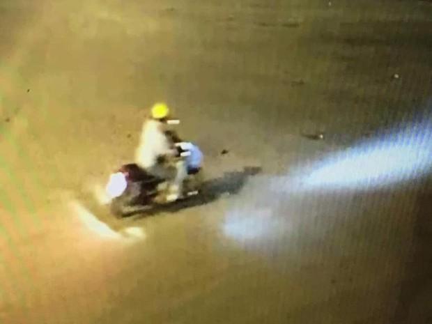 Lộ diện đoạn video xuất hiện nghi phạm sát hại dã man bảo vệ BHXH ở Nghệ An - Ảnh 3.