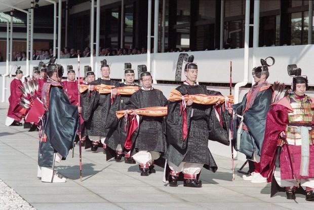 Lịch trình lễ đăng quang chính thức của Nhật hoàng Naruhito vào ngày mai cho thấy sự chi tiết, tỉ mỉ của hoàng gia lâu đời nhất thế giới - Ảnh 4.