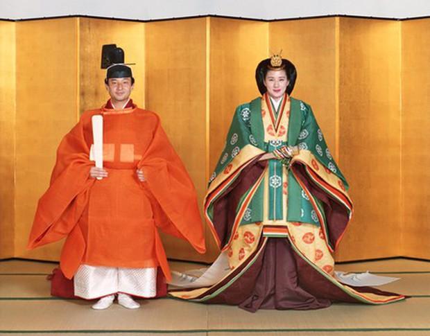 Hoàng hậu Masako xuất hiện với thần thái hút hồn cùng với gia đình trước lễ đăng quang chính thức diễn ra vào ngày mai - Ảnh 7.
