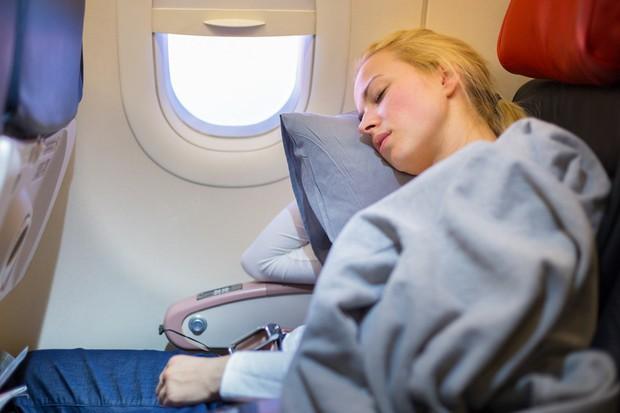 """11 nguyên tắc vàng khi đi máy bay bất kể ai cũng phải biết để không trở thành """"cái gai"""" trong mắt người khác - Ảnh 7."""