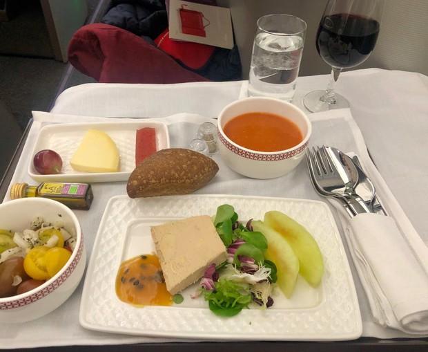 Suất ăn hạng nhất của 15 hãng hàng không này sẽ làm thay đổi quan niệm của bạn về chuyện ăn uống trên máy bay - Ảnh 33.