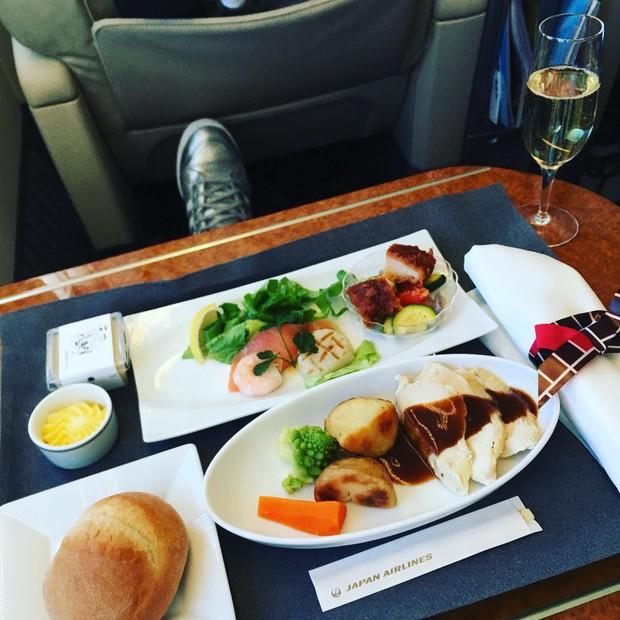 Suất ăn hạng nhất của 15 hãng hàng không này sẽ làm thay đổi quan niệm của bạn về chuyện ăn uống trên máy bay - Ảnh 35.